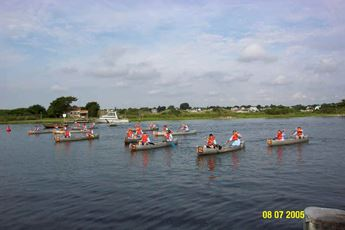 Canoes lining up for the race